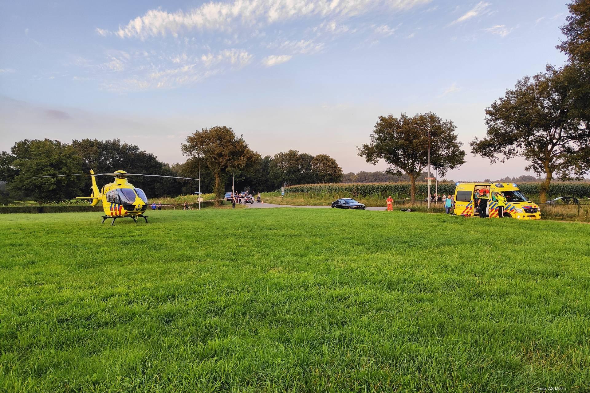 Fietser ernstig gewond bij aanrijding met auto in Ede, traumahelikopter geland.