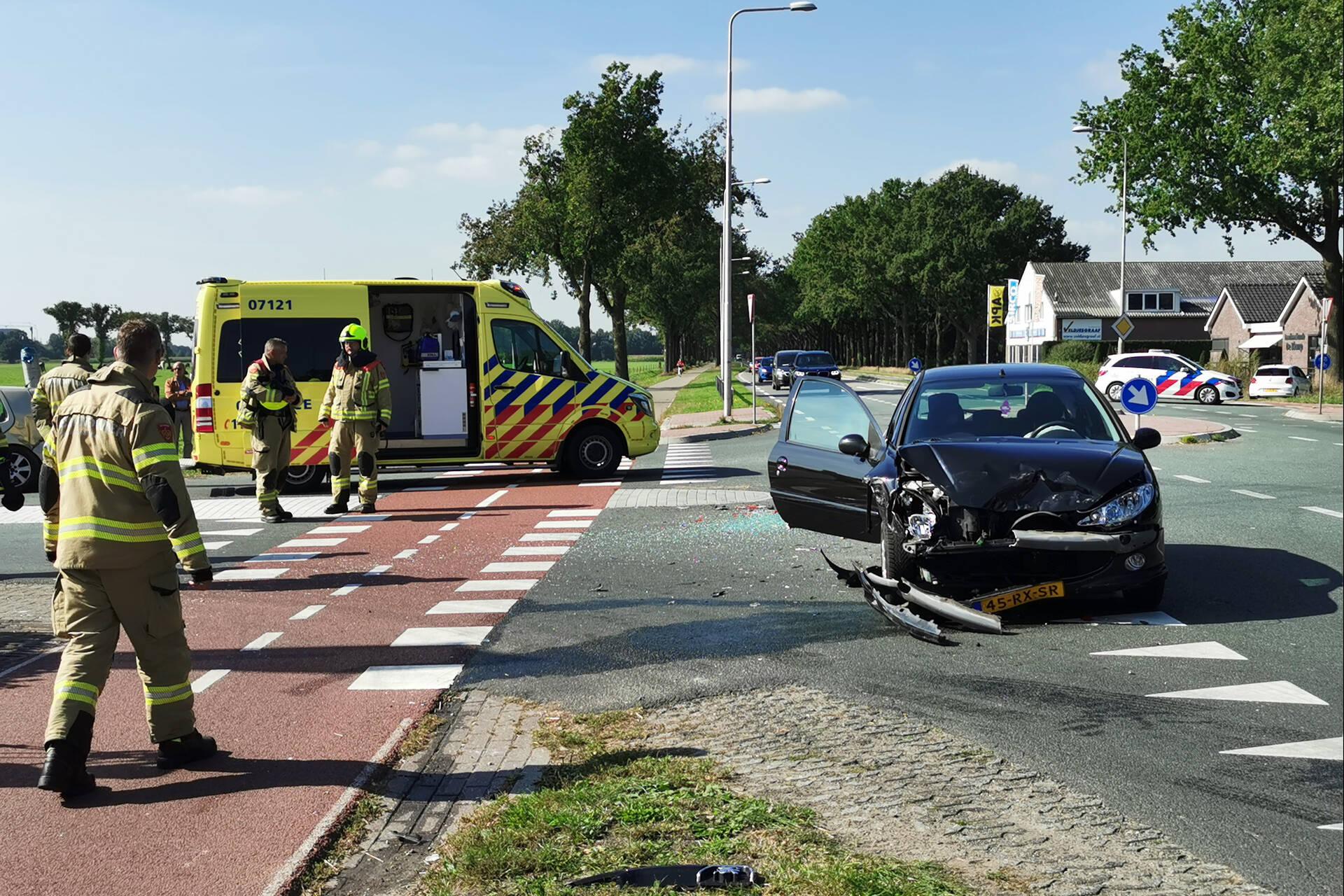 Drie voertuigen met elkaar in botsing op kruising in Ederveen.