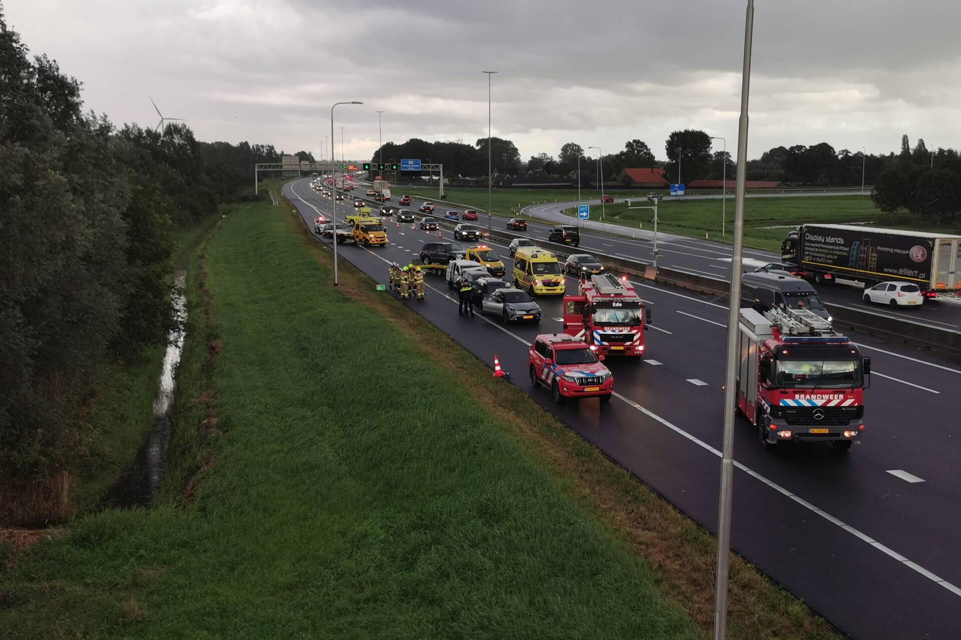 Schade aan meerdere voertuigen door kettingbotsing op de A12 bij De Klomp.