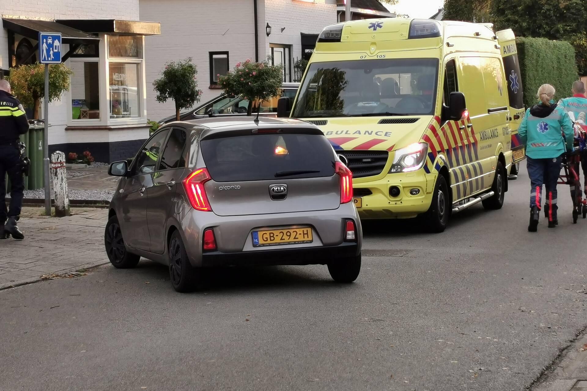 Bezorger gewond bij botsing met afslaande auto in Ede.